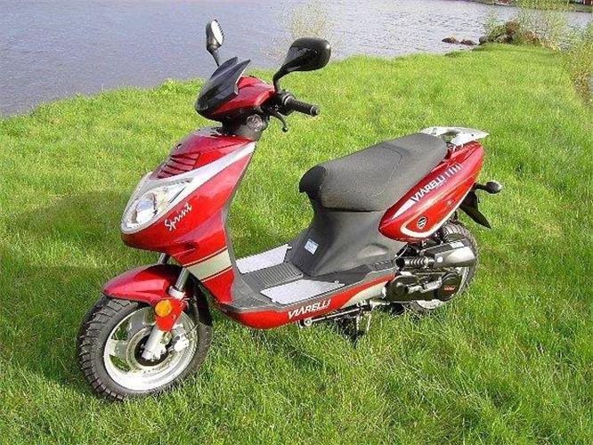 Viarelli Årsmodell 2010 Röd eller svart Moped EU-Moped Automatisk växellåda  270 kr dag inkl hjälm db2334419b609